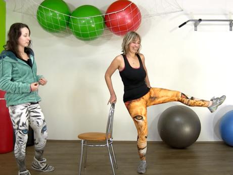 Cvičení na hubnutí s židlí Dančou Hájkovou